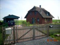 """Bild 1: Reetdachhaus """"Innisfree"""" in idyllischer Lage mit Blick auf das nahegelegene Haff"""