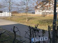 Wohnbereich mit Blick auf den Wieker Bodden - Bild 4: Fewo am Wieker Bodden 80m zum Wasser, WLAN,Terrasse, Garten, Fahrräder.
