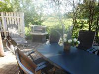 Terrasse mit Grillecke - Bild 7: Fewo am Wieker Bodden 80m zum Wasser, WLAN,Terrasse, Garten, Fahrräder.