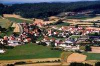 """Luftaufnahme von Schwend in herrlicher Wandergegend - Bild 4: Ferienwohnung """"Haus Nagelschmidt"""" Region Neumarkt Oberpfalz-Amberg-Nürnberg"""