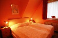 1 Schlafraum mit Doppelbett - Bild 4: Sylt - Westerland Ferienwohnung mit Internet / Wlan im 1. OG. Whg.3