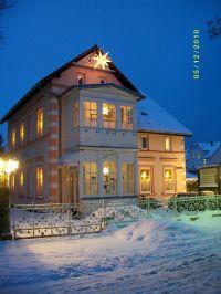 """in der Hoffnung, daß es bald wieder schneit,... so schön sieht`s bei Schnee aus!!! - Bild 10: Wintergartenzimmer *** / Pension """"Villa Erika"""" *Seebad Lubmin *Ostsee"""