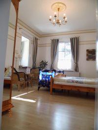 """Baby-Aufbettung im WGZ - Bild 4: Wintergartenzimmer *** / Pension """"Villa Erika"""" *Seebad Lubmin *Ostsee"""