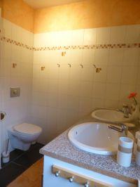 Ansicht WC und 2 Waschbecken - Bild 10: Ferienwohnung 1, Haus Erhard in Berlin Lichtenrade