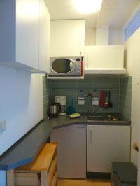 Mikrowelle mit Backfunktion, Kühlschrank mit Gefrierfach, 2 Plattenkochfeld - Bild 4: Ferienwohnung 3, Haus Erhard in Berlin Lichtenrade