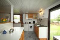 Küchenarbeitsbereich mit Ausgang nach Draußen - Bild 4: Ferienhaus Woennmann in Anraff
