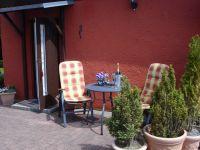 Bungalow Lotte - Terrasse und Eingang - Bild 13: Ferienwohnung im Bungalow direkt an den Boddenwiesen 350 m Ostsee