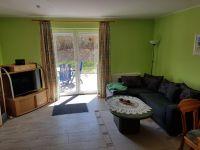 Das wohnzimmer ist modern und gemütlich ausgestattet. Es hat einen direkten Zugang zur Terasse. - Bild 1: Ostsee Ferienoase - 3 Zimmer Ferienwohnung in Boltenhagen bis 6 Personen