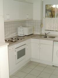 Einbauchküche mit 4 Kochfeldern, Backofen, Geschirrspülmaschine etc. - Bild 1: Doppelhaushälfte in ruhiger Sackgassenlage im Küstenbadeort Neßmersiel