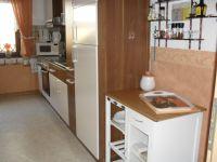 Die große,komfortable Küche beinhaltet alles an Kücheninventar und hat eine gemütliche Tischgruppe für bis 4 Personen. Spülmaschine, Mikrowelle, Radio,Wasserkocher, Kaffeemaschine... - Bild 4: Ferienwohnung Haus Klinkhammer, Hellenthal, Nordeifel,Nationalpark