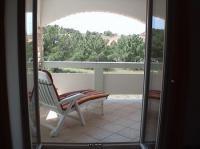 Apartment 1 Blick vom Wohnzimmer auf einen Teil der Terrasse - Bild 7: Kokomo - moderne, vollausgestattete Ferienwohnung Insel Vir