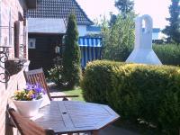 Sommer, Sonne, Terrasse, Holzmobiliar. Strandkorb, Grillkamin - alles da! - Bild 4: Ferienwohnung Eggesin auf der Insel Borkum ab 23.10.2016 frei