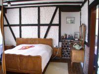 Gemütlich rustikales Schlafzimmer - unsere Gäste sind begeistert. - Bild 7: Ferienwohnung Kaiser