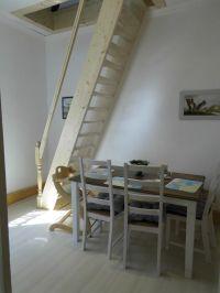 """im Hintergrund die Treppe zum oberen Schlafzimmer - Bild 7: Ferienwohnung OG *** / Pension """"Villa Erika"""" im Seebad Lubmin * Ostsee"""