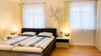 und größte Schlafzimmer im OG mit Doppelbett, großem Kleiderschrank... - Bild 16: Ferienhaus am Schlosspark in Berlin - umfangreich saniert in 2016