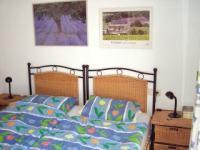 Schlafzimmer mit Doppelbett und Balkon - Bild 7: Ferienhaus im andalusischen Stil von privat an der Costa Blanca in Spanien