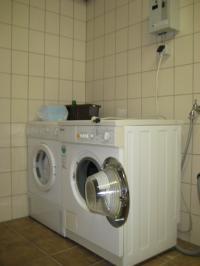 Waschmaschine und Trockner im Keller (geringe Gebühr ca. 3,00 EUR) - Bild 10: Appartement Nr. 7 in der Zigeunermühle in Weißenstadt/Fichtelgebirge