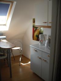 """gemütliche kleine voll eingereichtetet Küche mit Esstheke - Bild 4: FeWo """"Haus Deichblick"""" naturnah & zentral"""