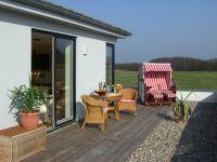 Auf der großen Terrasse den Urlaub genießen. - Bild 1: Ferienwohnung Villa am Grün - Kühlungsborn/Wittenbeck - Erholung pur