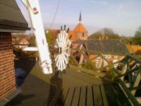 Die Mühlengalerie gibt den Blick frei zur Kirche - Bild 10: Ferienwohnung Mühlenblick in Rysum bei Greetsiel