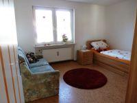 das zweite Schafzimmer ist ausgestattet mit Einzelbett, einer Schlafcouch sowie Kleiderschrank. Die Bettwäsche ist inkl. - Bild 4: Ferienwohnung Fulda - Sickels, Fam. Fenske heißt Sie herzlich willkommen!