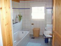 Beim duschen, baden und an zwei Waschbecken gibt es kein Gedränge! - Bild 4: Ferienwohnung im Naturpark Südschwarzwald-Wutachtal