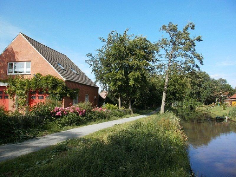 Bildergalerie Ferienwohnung 3866 Haus am Fluß Garten