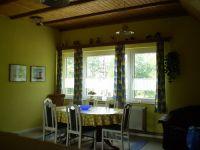 Hier haben Sie einen Blick auf den großen Esstisch. - Bild 10: Haus am Fluß, Garten, Nordseenähe, gerne Familien,Paare,Singles, Hunde