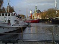 Hier blicken Sie auf den Emdener Hafen - Bild 19: Haus am Fluß, Garten, Nordseenähe, gerne Familien,Paare,Singles, Hunde