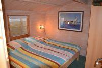Schlafzimmer mit Doppelbett - Bild 10: Ferienhaus Ostsee (Wohlenberger Wiek) nähe Boltenhagen