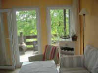 Blick aus dem Wohnbereich auf einen Teil der Terrasse. - Bild 4: Bungalow B bei Blankenburg am Südhang mit Panoramablick