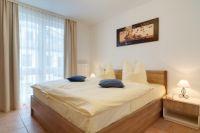 Zweibettzimmer mit Kleiderschrank und Ganzkörperspiegel. - Bild 4: Exsklusive Ferienwohnung in Sellin nur 300 m zum Strand und Seebrücke