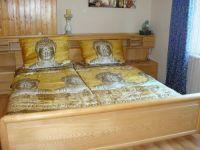 1 Schlafzimmer mit Doppelbett und Zustellbett möglich - Bild 10: Haus am Bergflüsschen - Whirlwanne - Garten - Pool - Sauna - Alleinnutzung