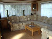 """... mit unserem riesigen, sehr beliebten Sofa - Bild 1: Häuschen """"Sunshine Cottage"""" für max. 3 Pers. - Ostsee mit Hund - strandnah"""