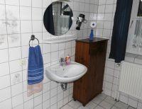 Dusche & WC, Haartrockner, , gefliester Boden. - Bild 10: Nordsee-Ferienwohnung Struckum auch mit Hund