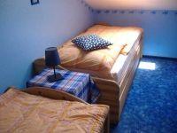 2 Einzelbetten im Kinderzimmer - Bild 4: FeWo Rübennest 3b Obergeschoss für max. 6 Personen, Hunde willkommen