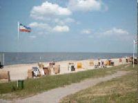 Nur 200m sind es zum Sandstrand mit Strandkörben, Spielplatz und Strandbar. - Bild 7: Ferienhaus Seeblick im Nordsee-Bad Dangast direkt beim Strand mit Hund
