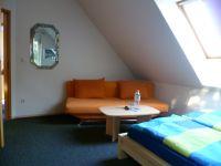 Bild 1: Zimmer im EFH, Pool, Garten, Terrassen