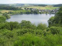 Besonders für ältere Menschen ist das Schalkenmehrener-Maar gut zu erkunden, da ein schöner Rundweg um das Maar angelegt ist. - Bild 16: Eifel-Mosel ***Ferienwohnung Alte Schmiede I