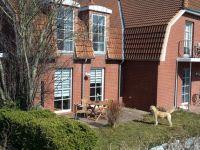 Terrasse mit Gartenmöbeln, Sonnenliegen und ausziehbarem Windschutz - Bild 13: Ferienwohnung Søstjern für 2 - 3 Personen & Hund, Schwimmbad und Sauna