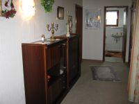 Zeigt den Eingangsbereich der Wohnung - Bild 1: Ferienwohnung EifelNatur 2 - großzügige 3-Sterne-FeWo für bis zu 7 Personen