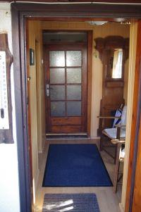 Garderobe mit kleiner Sitzgelegenheit, links geht es in die Veranda. - Bild 4: Hundefreundliches Ferienhaus im schönen Ostseebad Prerow