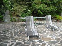 mit Sonnenliegen und Tischtennisplatte - Bild 25: Ferienhaus EifelNatur 1 - großzügige und komfortable 4-Sterne-FeWo