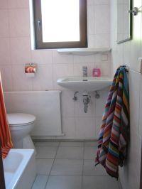 kleines Bad mit Dusche - Bild 16: Ferienhaus EifelNatur 1 - großzügige und komfortable 4-Sterne-FeWo