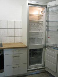 Küche mit großem Kühlschrank und Gefrierschrank - Bild 10: Ferienhaus EifelNatur 1 - großzügige und komfortable 4-Sterne-FeWo