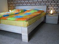 Doppelbett im Schlafzimmer 1 - Bild 13: Ferienhaus EifelNatur 1 - großzügige und komfortable 4-Sterne-FeWo