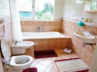 Hauptbadezimmer am Obergeschoss mit Badewanne, Dusche, WC, Bidet, und Waschbecken - Bild 19: Weihnachten: 5 Nächte stehen, aber nur 3 zahlen! Großes schönes Ferienhaus