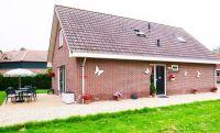 Seiteansicht mit Terrrasse und Eingang - Bild 4: Sehr schönes Ferienhaus, jetzt € 50,- Rabatt jedes Wochenende bis Mai