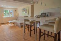 """Wohnesszimmer + Ausziehcouch - Bild 1: 2-Zimmer Ferienwohnung """"Zimmert"""" für 2 Personen"""