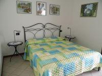 Ein Schlafraum mit Doppelbett. - Bild 10: Cabiana Residence - 6 Pers.- Ferienwohnung am Gardasee mit Seeblick